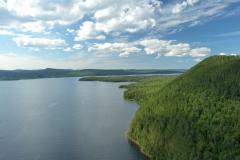 Lac Témiscouata et montagne du Fourneau, bassin versant de la rivière Madawaska, à Témiscouata-sur-le-Lac, MRC de Témiscouata. Crédit photo: J. Madgin Aviation 418-854-9997.